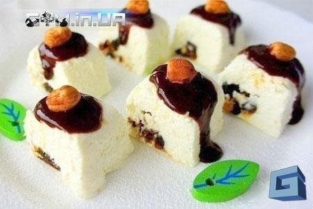 Рецепт: Творожные роллы в шоколаде с фиником и орехом