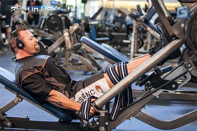 FST-7, Голень, Подъем на носки в тренажере для жима ног