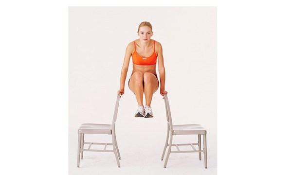Подгибание коленей - упражнение на пресс