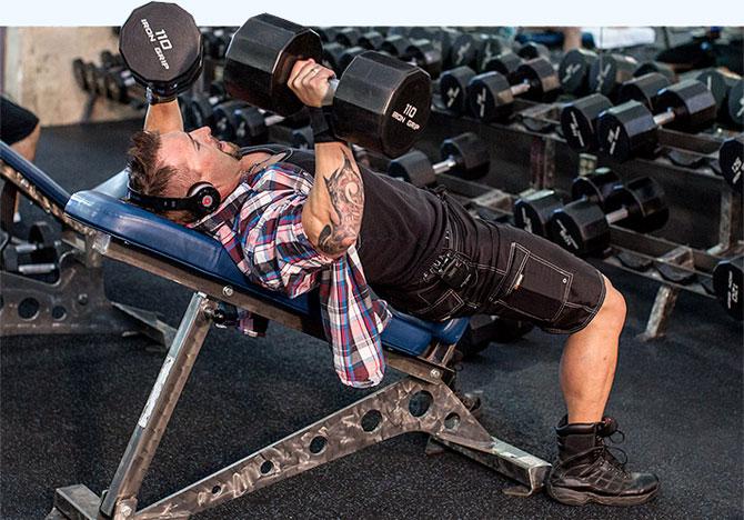 Германский объемный тренинг, Жим гантелей на скамье с положительным наклоном